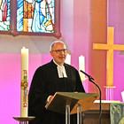 Martin Reinel predigt bei seiner Verabschiedung aus dem Dienst 2021 in der Darmstädter Martinskirche