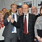 Gruppenbild, Dekan Zobel mit großer Handglocke.