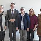 Gruppenfoto Kirchenpräsident und Vertreterinnen der Evangelischen Frauen.