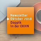 Notebook, Tasse Kaffee und Enblem Newsletter Doppik