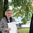 Verleihung der silbernen Ehrennadel an Christel Schuhmacher durch die stellvertretende Dekanin Eva Reiß