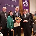 Gratulation und Blumenstrauß für Oliver Albrecht