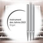 Orgeltisch und eingeblendetes Logo: Orgel: Instrument des Jahres 2021